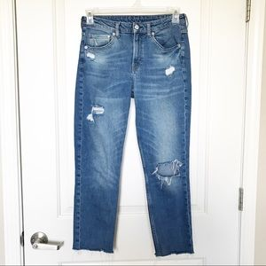 H&M •Girlfriend Fit Coupe Distressed Jeans Sz 27